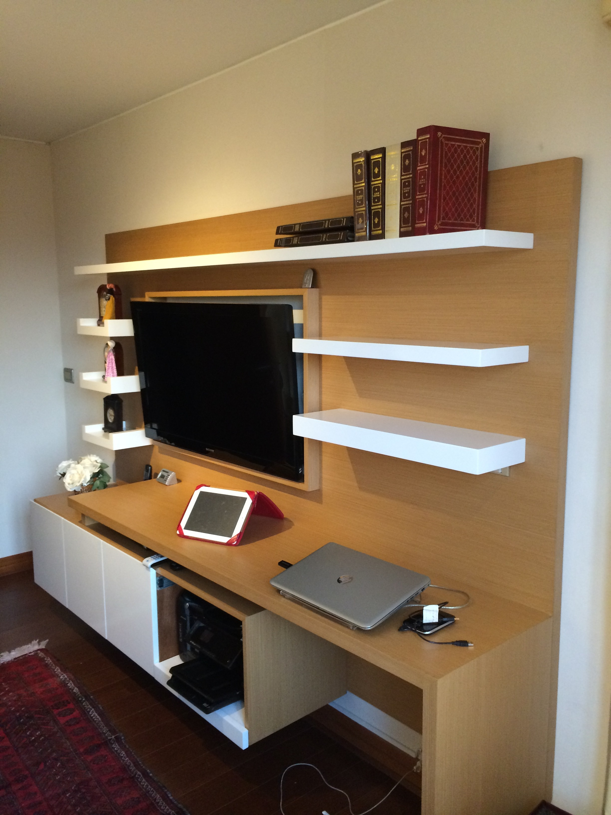 Mueble television ferrari muebles y espacios for Mueble tv dormitorio