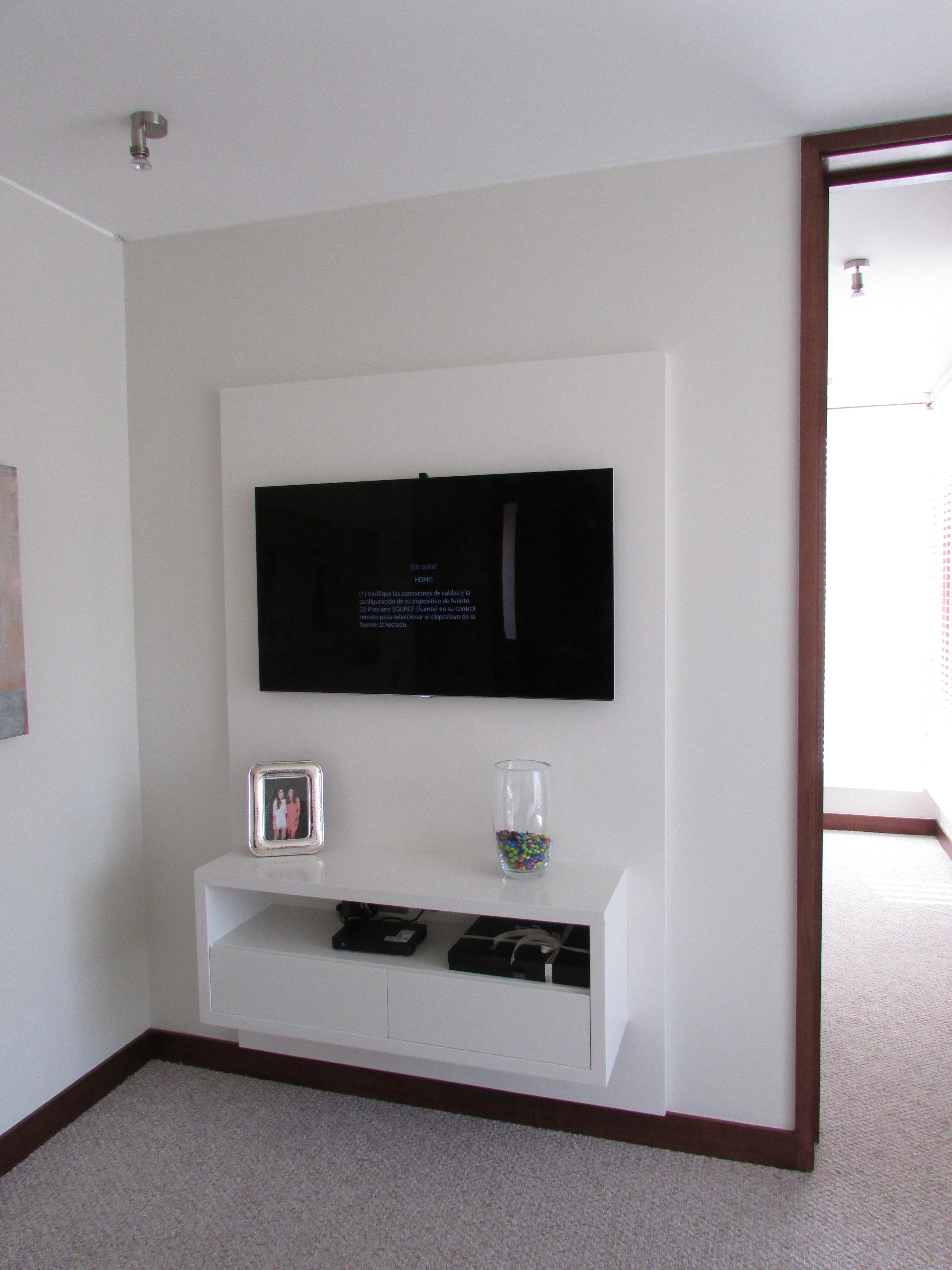 Mueble de televisi n ferrari muebles y espacios for Mueble tv dormitorio